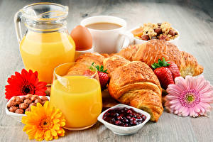 Fotos Fruchtsaft Croissant Gerbera Erdbeeren Warenje Frühstück Kanne Trinkglas Lebensmittel