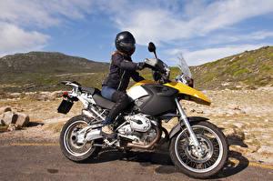 Tapety na pulpit Motocyklista Kask dziewczyna