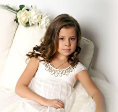 Hintergrundbilder Rose Kleine Mädchen Model Braunhaarige Starren kind