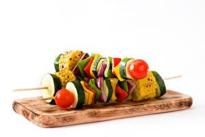 Papel de Parede Desktop Shashlik Hortaliça Fundo branco Tábua de cortar Alimentos