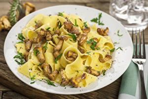 Fotos Die zweite Gerichten Pilze Teller Makkaroni