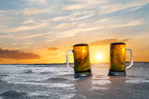 Pictures Beer Sunrises and sunsets Mug Two Ice Food