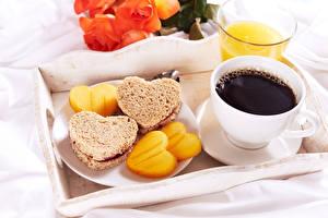 Bureaubladachtergronden Koffie Brood Boterham Ontbijt Een kopje Hartje spijs
