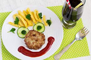 Bilder Kreativ Fritten Fleischwaren Gurke Teller Gabel Lebensmittel