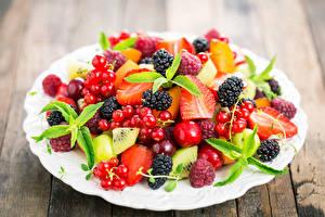 Fotos Johannisbeeren Brombeeren Beere Obst Teller Lebensmittel