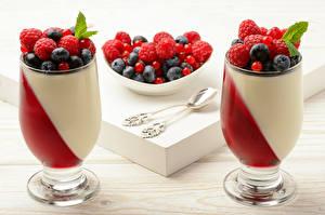 Fotos Dessert Beere Himbeeren Heidelbeeren Weinglas
