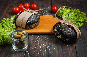 Fotos Fast food Oliven Tomate Gemüse Hamburger Bretter Schneidebrett Lebensmittel