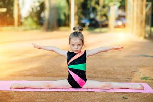 Images Gymnastics Little girls Split gym Hands Children