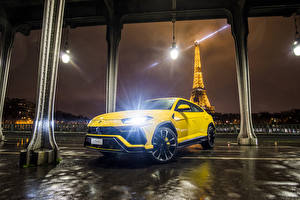 Picture Lamborghini Yellow Metallic 2018 Urus automobile