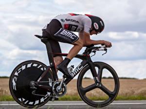 Bilder Mann Fahrräder Bewegung Helm