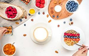Bilder Müsli Heidelbeeren Himbeeren Schalenobst Cappuccino Frühstück