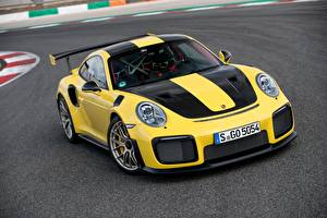 Bilder Porsche Gelb Metallisch 2017-18 911 GT2 RS Worldwide Autos