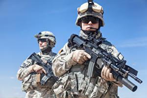 Bilder Soldaten Sturmgewehr 2 Uniform Brille Amerikanisches Militär