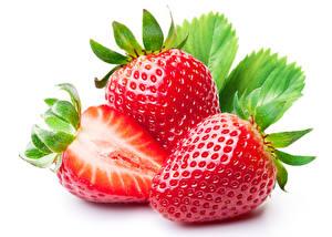 Fotos Erdbeeren Großansicht Weißer hintergrund Lebensmittel