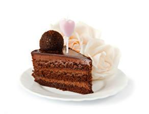 Hintergrundbilder Süßware Torte Schokolade Rosen Weißer hintergrund Stück Kugeln Herz Lebensmittel