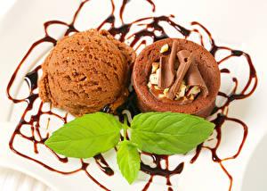 Fotos Süßigkeiten Speiseeis Schokolade Cupcake Kugeln Blatt
