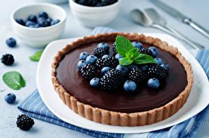 Hintergrundbilder Süßware Backware Obstkuchen Schokolade Brombeeren Heidelbeeren