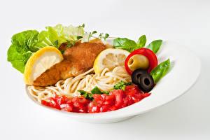 Hintergrundbilder Die zweite Gerichten Fleischwaren Gemüse Weißer hintergrund Teller Makkaroni Lebensmittel