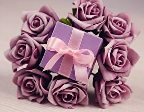 Bilder Valentinstag Rosen Geschenke Schleife Blumen