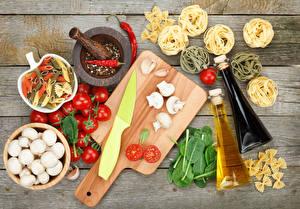 Hintergrundbilder Gemüse Tomate Pilze Knoblauch Gewürze Bretter Schneidebrett Makkaroni Flasche