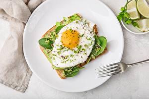Hintergrundbilder Butterbrot Spiegelei Teller Essgabel Lebensmittel