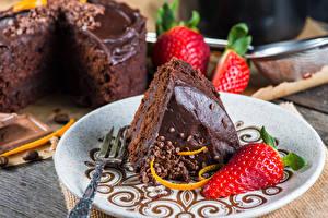 Hintergrundbilder Torte Süßigkeiten Erdbeeren Stück Teller Lebensmittel