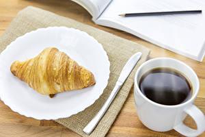 Hintergrundbilder Croissant Kaffee Teller Tasse Lebensmittel