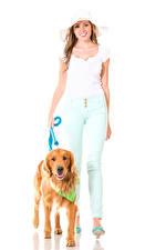Bilder Hund Weißer hintergrund Braune Haare Retriever Lächeln Mädchens Tiere