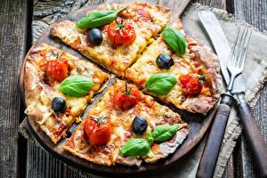 Hintergrundbilder Fast food Pizza Messer Gemüse Gabel Bretter Basilienkraut das Essen