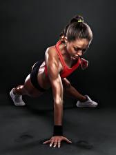 Bilder Fitness Braune Haare Körperliche Aktivität Mädchens Sport