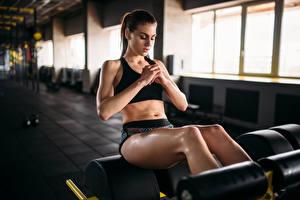 Fotos Fitness Braunhaarige Trainieren Bein Mädchens Sport