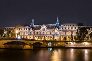 Bilder Frankreich Haus Fluss Brücken Paris Palast Nacht Straßenlaterne Louvre Städte