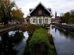 Fotos Frankreich Straßburg Haus Kanal Strauch Städte