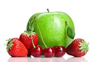 Bilder Obst Äpfel Erdbeeren Kirsche Weißer hintergrund Lebensmittel