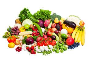 Bilder Obst Gemüse Tomate Bananen Knoblauch Erdbeeren Peperone Himbeeren Weißer hintergrund Lebensmittel