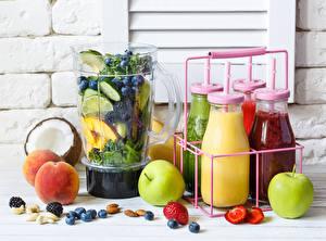 Hintergrundbilder Fruchtsaft Äpfel Aprikose Marille Schalenobst Smoothie Flasche Trinkglas Lebensmittel