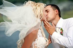 Bilder Liebe Brautpaar Bräutigam Kuss Mädchens