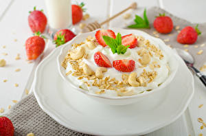 Bilder Müsli Erdbeeren Frühstück Teller Lebensmittel