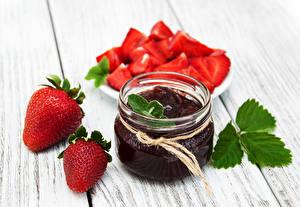 Hintergrundbilder Konfitüre Erdbeeren Bretter Weckglas Lebensmittel