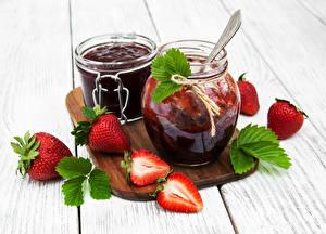 Fotos Powidl Erdbeeren Bretter Weckglas Lebensmittel