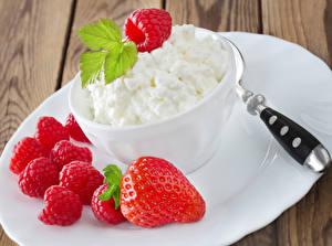 Hintergrundbilder Topfen Weißkäse Quark Hüttenkäse Himbeeren Erdbeeren Teller das Essen