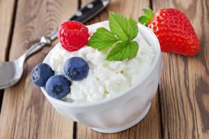 Bilder Topfen Weißkäse Quark Hüttenkäse Himbeeren Erdbeeren Heidelbeeren
