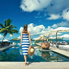 Bilder Resort Braune Haare Hinten Der Hut Kleid Mädchens