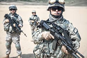 Bilder Soldaten Sturmgewehr Uniform