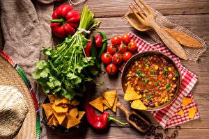 Bilder Suppe Gemüse Tomate Peperone Bretter Kartoffelchips Löffel Gabel