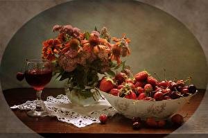 Hintergrundbilder Stillleben Sträuße Gazania Getränke Erdbeeren Kirsche Weinglas Lebensmittel