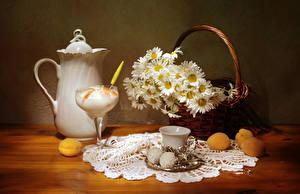 Bilder Stillleben Kamillen Speiseeis Zefir Marille Tasse Weidenkorb Kanne Lebensmittel Blumen