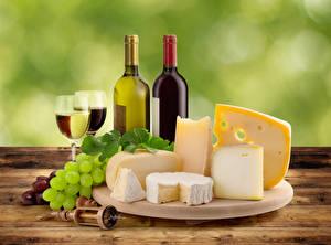 Fotos Stillleben Wein Weintraube Käse Flasche Weinglas Schneidebrett Lebensmittel