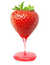 Fotos Erdbeeren Großansicht Fruchtsaft Weißer hintergrund Lebensmittel