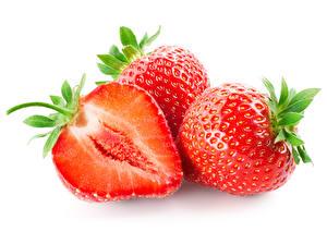 Fotos Erdbeeren Großansicht Weißer hintergrund Drei 3 Lebensmittel
